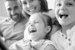 alineadores-dentales-invisalign-transparentes-barcelona-familia